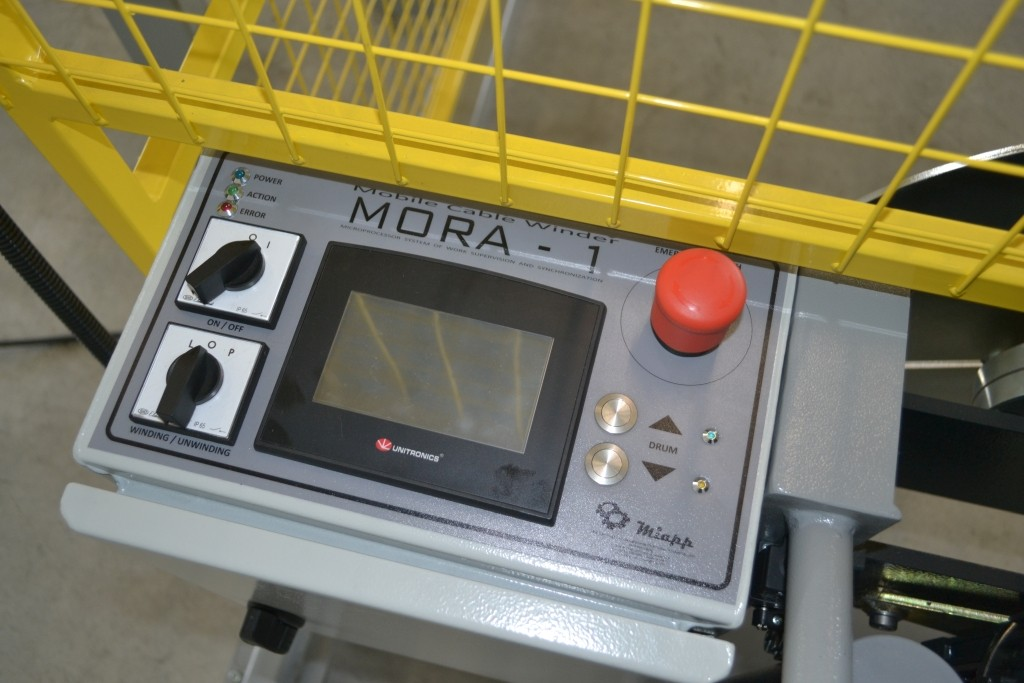 Mobile cable winding machine with drumlifting system - MORA 1